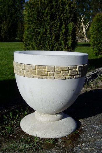 Apvali betoninė vaza gėlėms