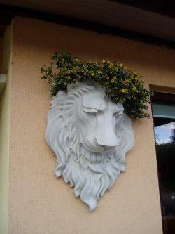 Sieninė betoninė vaza liūtas