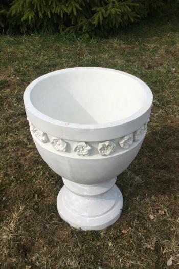 apvali betonine vaza
